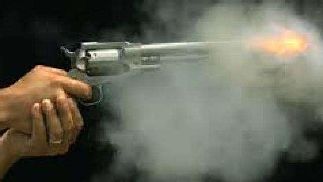 ज़मीनी विवाद में दो पक्षों में चली गोली, एक व्यक्ति गंभीर रूप से घायल