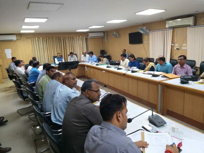 अंत्योदय मिशन योजना के अंतर्गत जनपद के चयनित 44 ग्रामों का विकास करने के लिए जिलाधिकारी बी एन सिंह ने की एक महत्वपूर्ण बैठक