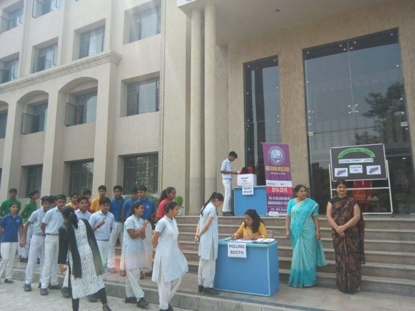 मतदाताओं को जागरूक करने के लिए विभिन्न स्कूलों में नुक्कड़ नाटक का आयोजन