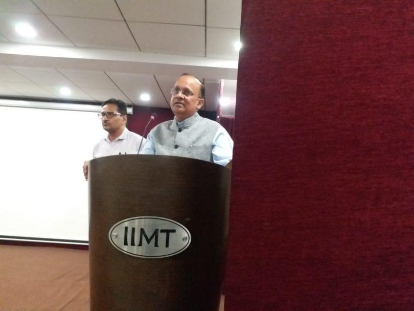 फी रेगुलेशन एक्ट को लेकर आईआईएमटी में डीएम बीएन सिंह ने ली महत्वपूर्ण बैठक