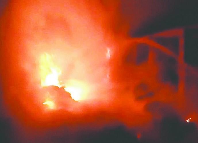 आम आदमी पार्टी के पूर्व प्रत्याशी के शोरूम में लगी आग, एक करोड़ के नुकसान का दावा आम आदमी पार्टी के पूर्व प्रत्याशी के शोरूम में लगी आग, एक करोड़ के नुकसान का दावा