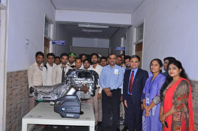 मैकेनिकल विभाग को मिला बी.एम.डब्लयू इंजन का उपहार