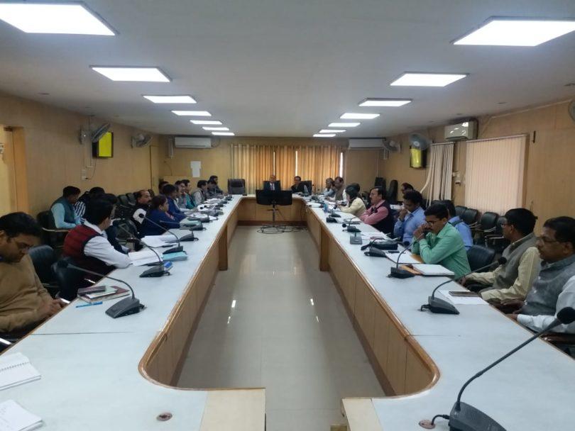 विकास कार्यों में तेजी लाने के लिए डीएम ने दिए अधिकारीयों को निर्देश