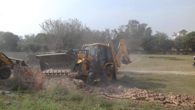 गौतमबुद्धनगर जिला प्रशासन ने नोएडा विकास प्राधिकरण की जमीन से कराया कब्जा मुक्त