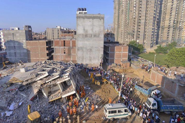 नियमों की अनदेखी कर शाहबेरी के प्रतिबंधित इलाके में जेपी बिल्डर ने शुरू कराया निर्माण कार्य