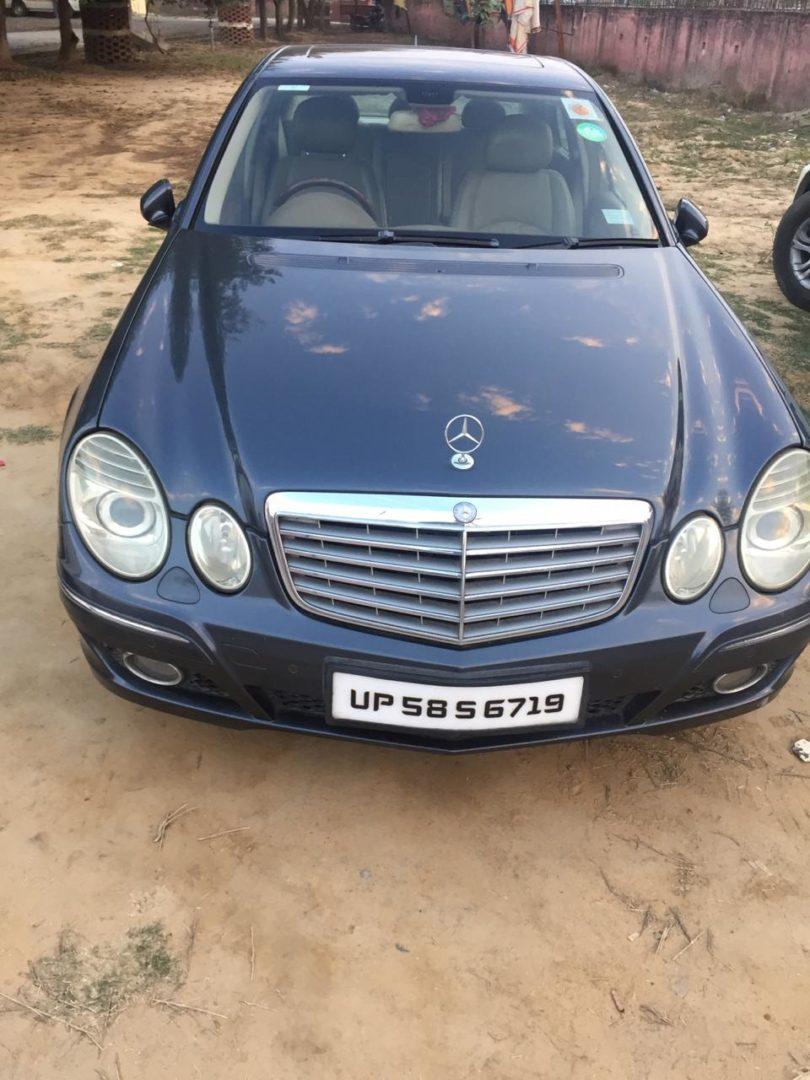 जिला प्रशासन ने राजस्व वसूली में 80 लाख श्रम देय के वकायेदार अनिल कुमार अग्रवाल की मर्सिडीज गाड़ी की कुर्क