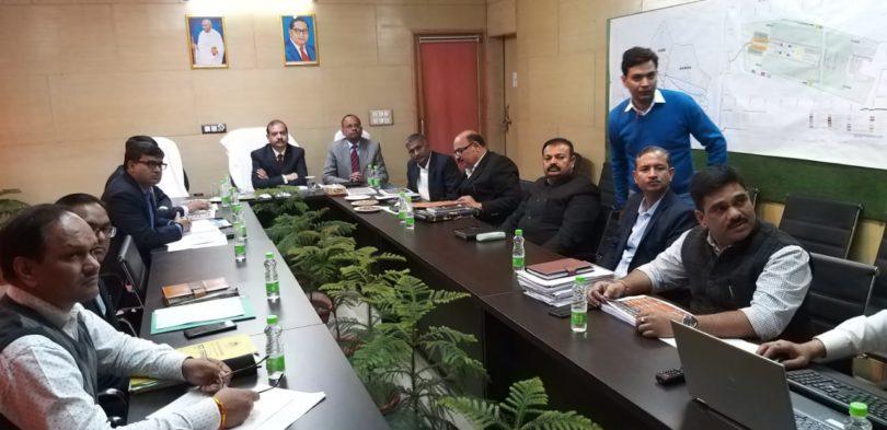 नोएडा ग्रीनफील एयरपोर्ट को लेकर राजस्व परिषद उत्तर प्रदेश के अध्यक्ष प्रवीर कुमार के द्वारा की गई बैठक