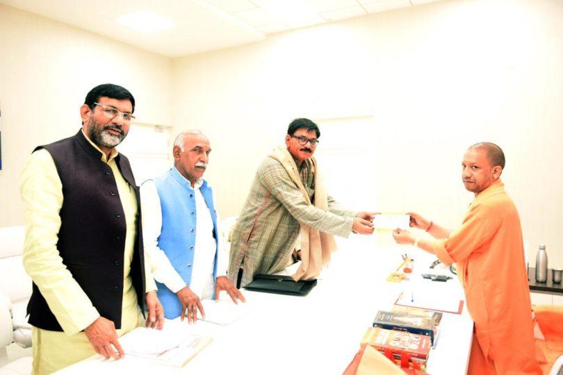 जेवर विधायक धीरेन्द्र सिंह ने शहीद सैनिकों के परिजनों के लिए दिया एक माह का वेतन