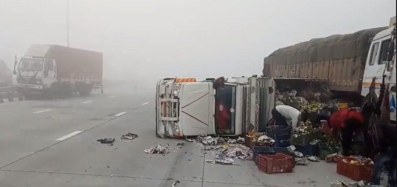 ग्रेटर नोएडा ईस्टर्न पेरीफेरल पर कोहरे के चलते टकराई दर्जन भर गाड़ियां, 6 लोग घायल