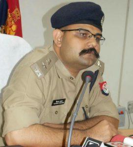 नोएडा पुलिस के दो क्षेत्राधिकारियों का पद स्थानांतरण