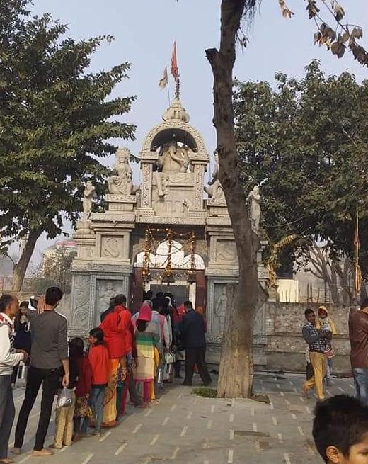 यह देश का एकमात्र गाँव है जहां रावण की पूजा की जाती है, आज भी मंदिर में लगी है लंबी कतार