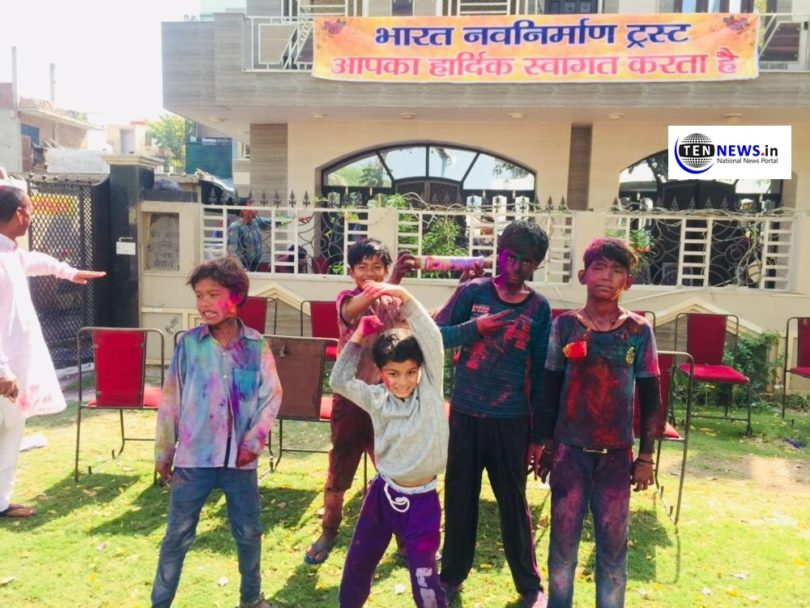 Greater Noida People Live Holi Playing - Photo Highlights