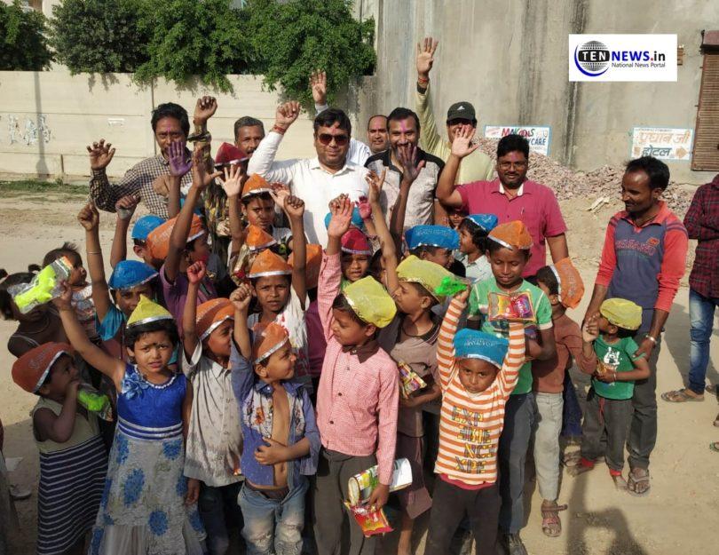 नेफ़ोवा के सदस्यों ने झुग्गियों में रहने वाले बच्चों के साथ मनाई होली